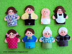 family finger puppets It would be fun to make them look similar to actual people… People Puppets, Puppets For Kids, Felt Puppets, Felt Finger Puppets, Felt Crafts Diy, Crafts For Kids, Finger Puppet Patterns, Felt Patterns, Felt Dolls