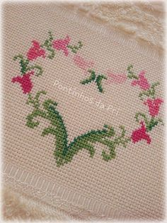 Beaded Cross Stitch, Cross Stitch Art, Cross Stitch Borders, Cross Stitch Designs, Cross Stitch Patterns, Beginning Embroidery, Hand Embroidery Stitches, Cross Stitch Embroidery, Palestinian Embroidery
