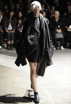 「コム デ ギャルソン」2011年春夏パリ・コレクション 全ルック | 2011 SS PARIS COLLECTION | COMME DES GARCONS | COLLECTION | WWD JAPAN.COM