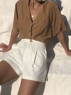 Outfits and flat lays we fell in love with. See more ideas about Casual outfits, Cute outfits and Fashion outfits. Fashion Trends, Latest Fashion Ideas and Style Tips. White Outfits For Women, Clothes For Women, White Short Outfits, Outfits With White Shorts, Brown Shorts Outfit, White Women, White Shorts Outfit Summer, Classy Shorts Outfits, White Blouse Outfit