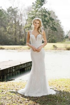 The Blushing Bride Boutique is one of the largest Retailers in Texas for Lillian West Wedding Gowns! You'll find in our Lillian West Collection an assortment of Ultra Boho Styles, Romantic … Boho Chic Wedding Dress, Western Wedding Dresses, Fit And Flare Wedding Dress, Wedding Dress Trends, Wedding Gowns, Lillian West, Spring 2017 Wedding Dresses, Bridal Dresses, Wedding Gown Gallery
