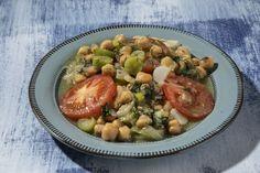 Ρεβίθια με τσιγαριαστά χορταρικά   tovima.gr Sprouts, I Am Awesome, Vegetables, Food, Essen, Vegetable Recipes, Meals, Yemek, Veggies