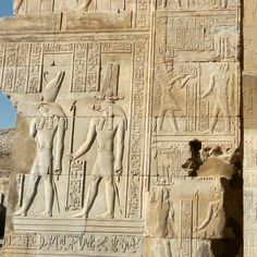 Horus y Sobek. Templo de Kom -Ombo. Egipto. #horus #sobek #templeofkomombo #komombo #egypt #egyptology #egipto #egiptologia #nilo #rivernile #nile (en Temple of Kom Ombo)