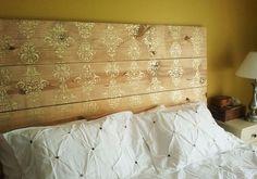 Une tête de lit dorée
