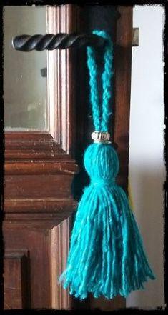 Borlas | Bordado Mexicano (por 15 Unidades) - $ 1.200,00 Sari Silk, Turquoise, Aqua, Crochet, Country, Brown, Felt Ball, Decoration Crafts, Christmas Ornaments
