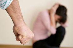 8. Es violento.- Ya sea que te ha agredido físicamente, o verbalmente, no hay nada más que decir, busca ayuda y deja a tu pareja inmediatamente.