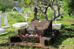 Tombe du peintre Paul Gauguin au cimetière d'Atuona, Hiva Oa, Marquises. Photo Elsa Fernicle