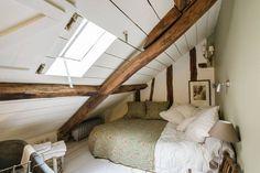 Amazing Airbnb House in Paris Loft Room, Bedroom Loft, Bedroom Decor, Airbnb House, Paris Bedroom, Attic Bedrooms, Attic Apartment, Attic Renovation, Attic Spaces