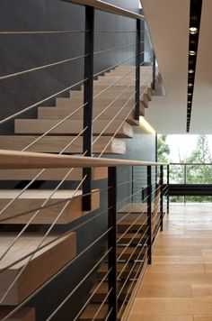 (Barandal):: STAIRS :: beautifully executed stair detail by Pitsou Kedem architect, simple and well done. Centre steel stringer with solid wood treads. Wood handrail detail with steel vertical supports. Modern Stair Railing, Modern Stairs, Staircase Design, Stone Stairs, Metal Stairs, Wood Handrail, Handrail Ideas, Glass Handrail, Banisters