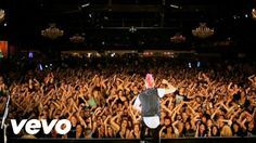 Thats one passionate band and their fans right there! #Rockin2000s 30 Seconds to Mars - Closer to the Edge