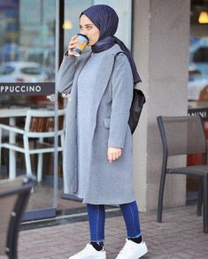 Source by zbeyzduman outfits hijab Hijab Casual, Stylish Hijab, Modest Fashion Hijab, Modern Hijab Fashion, Street Hijab Fashion, Hijab Fashion Inspiration, Hijab Chic, Muslim Fashion, Hijab Elegante