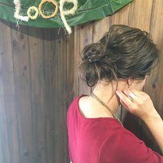 とにかく朝は時間がない!そんな忙しい朝に活躍する簡単アレンジをご紹介します。手ぐしでざっくりまとめるだけで様になるキレイめアレンジを中心にピックアップしました。ぜひチェックしてみてくださいね。 Dreadlocks, Hairstyle, Beauty, Hair Job, Hair Style, Hairdos, Dreads, Hair Styles, Updo