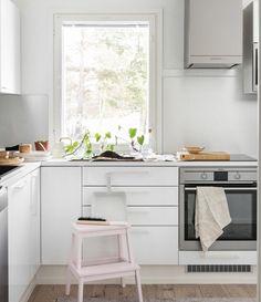 Sunnuntaiaamun rauhassa ehtii antaa rakkautta myös viherkasveille. -Topi-Keittiöt- Decor, Furniture, Corner Desk, Table, Home Decor, Desk