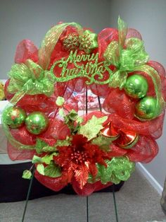 geo mesh wreaths   Christmas wreath made with geo mesh   Christmas!