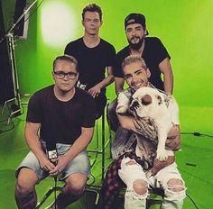 tokiohotelaliensspain:  x [NEW PIC ADDED] #TokioHotel MTV News Interview in New York - Behind the Scenes [13.08.2015]