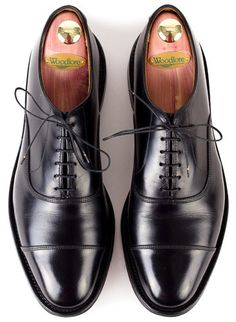 Die Alllen Edmonds können sich wieder sehen lassen. Gründliche Schuhpflege nach harten Wintereinsätzen mit Saphir Schuhpflege.