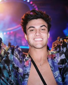 lots of smiling during tame impala. Dollan Twins, Cute Twins, Cute Boys, Ethan And Grayson Dolan, Ethan Dolan, Dolan Twins Wallpaper, Dolan Twins Memes, Tame Impala, Emma Chamberlain
