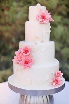 Beautiful pink flowers on a white fondant wedding cake #weddingcake