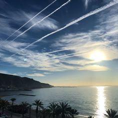 Cada día es una sorpresa, un regalo... . . . #amanecer #playa #mar #nubes #aguadulce #almeria #doyoutravel #travel #adventure #travelgram #travelphotography #travelblogger #travelholic #travellover #worldtraveler #adventurecrew #enamoradosdealmería #almeriatrending #beautifuldestinations #visitaguadulce #visitalmeria #explorealmeria #anímate