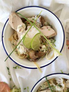 Pasta mit Hähnchenbrustfilet und cremiger Limettensauce – Summer Pasta with chicken and lime cream sauce. Recipe on the blog.