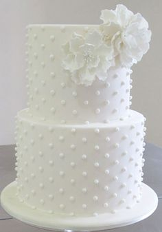 A perfect cake for an intimate, stylish and modern wedding - swiss dots Gorgeous Cakes, Pretty Cakes, Amazing Cakes, Dot Cakes, Cupcake Cakes, White Cakes, Dessert, Occasion Cakes, Piece Of Cakes