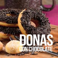 Video de Donas cubiertas con Chocolate - Nippy Tutorial and Ideas Donut Recipes, Mexican Food Recipes, Sweet Recipes, Cake Recipes, Snack Recipes, Dessert Recipes, Cooking Recipes, Tasty Videos, Food Videos