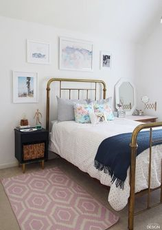 Modern vintage teen bedroom cute decor for girls. Pick one cute bedroom style for teen girls, more DIY Dream Castle bedroom ideas will be shown in the gallery and get inspired! #BeddingIdeasForTeenGirls #teengirlbedroomideasvintage