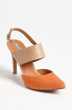 Two tone pump for fall