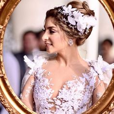 Such a whimsical bride @mariamendelek looking straight out of a fairytale in #EsposaCouture ���� #BridalGuideUAE_brides http://gelinshop.com/ipost/1524421135055191210/?code=BUn1PITD_yq