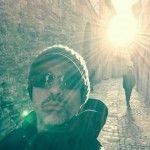 Eros Ramazzotti selfie ad Assisi: baciato dal sole respira un attimo di pace!