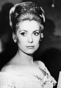 CATHERINE DENEUVE actriz francesa n.en 1943