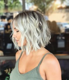 78 New Best Short Haircuts 2019 Featuring the Latest haircuts and hairstyles for all seasons. 78 New Best Short Haircuts Side Shaved Short Haircut for Hi Bob Hairstyles For Fine Hair, Short Hairstyles For Women, Blonde Hairstyles, Wedding Hairstyles, 1940s Hairstyles, Wedding Updo, Very Short Hair, Short Hair Cuts, Pixie Cuts