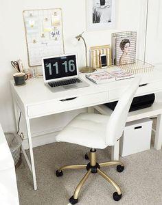Une table basse pour installer une imprante dans le bureau