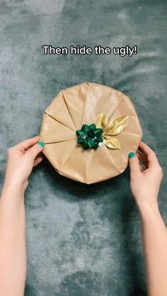 Diy Crafts Hacks, Diy Crafts For Gifts, Creative Gift Wrapping, Creative Gifts, Christmas Gift Wrapping, Christmas Diy, Diy Birthday, Birthday Gifts, Gift Wrapping Techniques