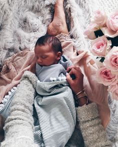 "6,255 mentions J'aime, 146 commentaires - Becky Hillyard // Cella Jane (@cellajaneblog) sur Instagram : ""Two weeks of loving you. #mylove"" www.minimalisma.com #minimalisma #luxurybasics #kidswear"