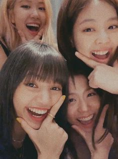 blackpink in your area Kim Jennie, Blackpink Video, Foto E Video, Yg Entertainment, Kpop Girl Groups, Kpop Girls, Fake Instagram, Foto Rose, Justice League Unlimited
