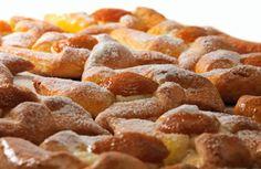 Der fruchtig, süße Marillenkuchen schmeckt frisch aus dem Ofen besonders gut. Hier ein Rezept für alle Naschkatzen.