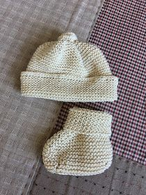 Crochet Beanie Hat, Beanie Hats, Knitted Hats, Crochet Baby, Knit Crochet, Bebe Baby, Baby Knitting Patterns, Knitting Socks, Baby Booties
