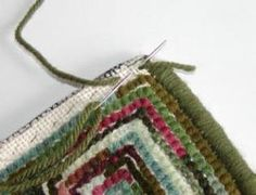to whip the edge of a hooked rug How to whip a hand hooked rug tutorial- includes a trick for nice corners. Have you tried this method?How to whip a hand hooked rug tutorial- includes a trick for nice corners. Have you tried this method? Rug Hooking Designs, Rug Hooking Patterns, Shaggy Cushions, Shaggy Rugs, Rug Binding, Latch Hook Rugs, Hand Hooked Rugs, Primitive Hooked Rugs, Rug Inspiration