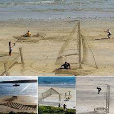 3 D beach art Awkward Pictures, Art Pictures, Funny Pictures, Art Pics, Random Pictures, 3d Optical Illusions, Dump A Day, Graffiti Drawing, Sand Sculptures