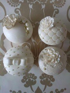 Wedding Cupcakes.                                                                                                                                                                                 Más