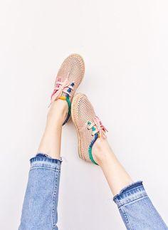DIY shoe makeovers for spring. Click through for all three tutorials. #shoemakeover #diyshoes #diy #fashion #springfashion