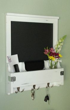Distressed Entry Wall Organizer Chalkboard by WhiteWingWoodcraft Shabby Chic Homes, Shabby Chic Decor, Casas Shabby Chic, Modern Hall, Entry Wall, Wall Organization, Shabby Chic Furniture, Decoration, Home And Living