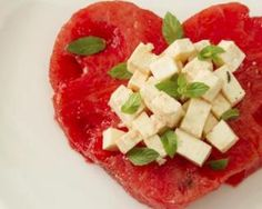 Watermelon and Feta Are an Odd Couple - Cut the watermelon and feta into bite-size pieces – a small circular cookie-cutter will make cute round shapes – and stack them, in that order, adding a fresh basil leaf on top of each bite. Quick Dinner Recipes, Appetizer Recipes, Appetizers, Raw Energy, Watermelon And Feta, Salty Foods, Fresh Basil Leaves, Food Combining, Sweet And Salty