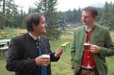 Fachsimpeln unter Amtsträgern: Bernhard Schilcher (links) gibt Auskunft Lions Club, Southern Prep, Prepping, Prep Life