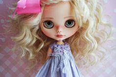 https://www.etsy.com/fr/listing/248064478/ooak-custom-blythe-doll-cammie-by-cihui?ref=shop_home_active_1