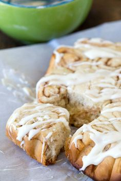 Slow Cooker Cinnamon Roll Recipe - so great for when you want cinnamon rolls but don't want to heat up the house by turning on the oven!