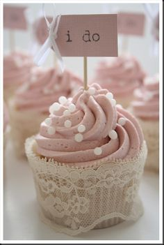 Vintage - lace cupcakes! Love the lace wrap, clever!