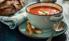 Tomatensoep met roggebrood - Becel ProActiv Go For It, Fondue, Weight, Lunches, Ethnic Recipes, Tips, Tomatoes, Eat Lunch, Meals