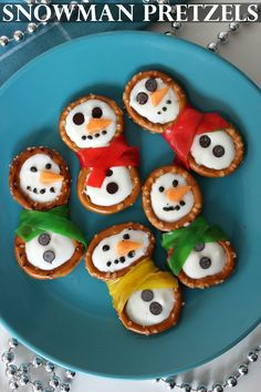 These Snowmen are super cute and make for great little treats for kids to help get them into the winter spirit!  Snowman Pretzels Ingredients: 24 Pretzel Rings 1 cup White Candy Melting Chips 3-4 Fruit Roll-Ups 1/4 cup Dark Chocolate Melting Chips or Mini Chocolate Chips 1 Orange Starbursts   Directions: Cut …